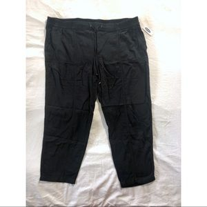 Old Navy black soft utility crop pants